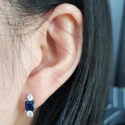 Серьга из стали с синим кристаллом и фианитами
