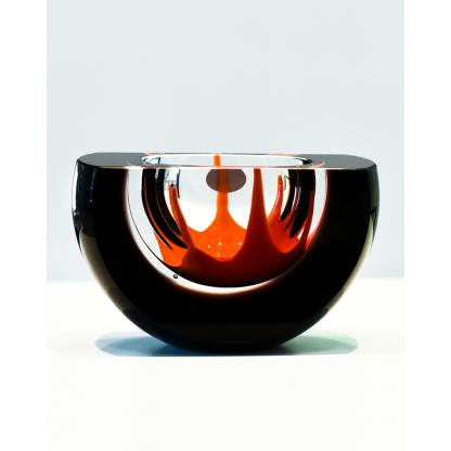 """Чаша из чешского стекла """"Кипящая лава"""" полукруглая, черная с прозрачным, красно-оранжевым центром"""