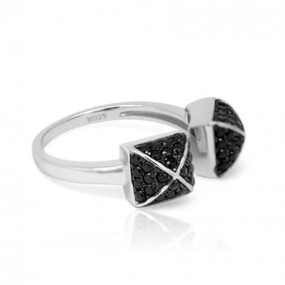 Кольцо несмыкающееся с кубическими цирконами черного цвета, серебро 925 пробы