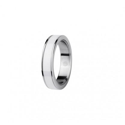 Кольцо из белой керамики и стали