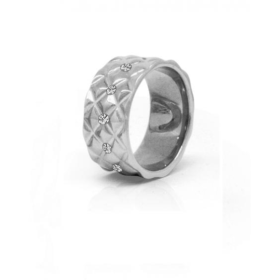 Кольцо из стали широкое  женское с рельефной геометрической фактурой и прозрачными фианитами