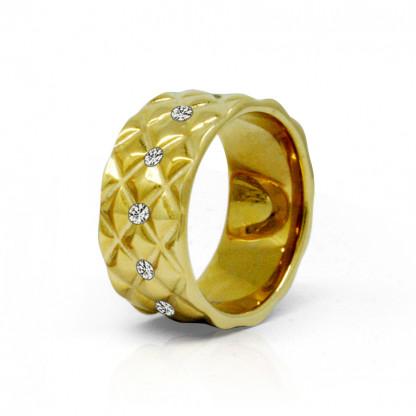 Кольцо стальное женское с рельефной геометической, прозрачными фианитами по окружности и золотым pvd